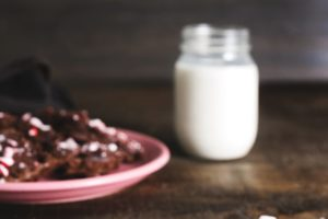 milk-and-brownies_925x