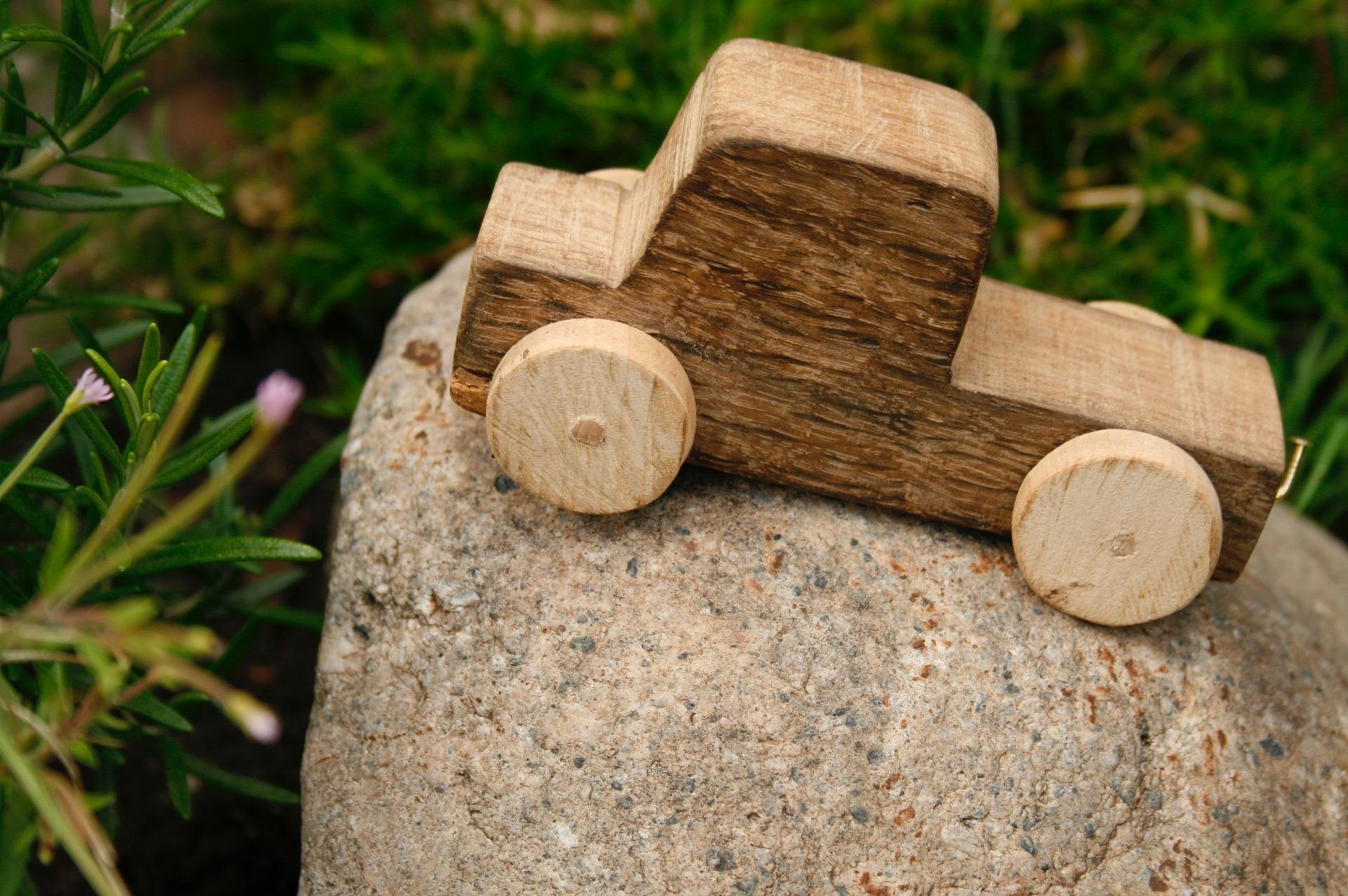 wooden-car-1039298_1920
